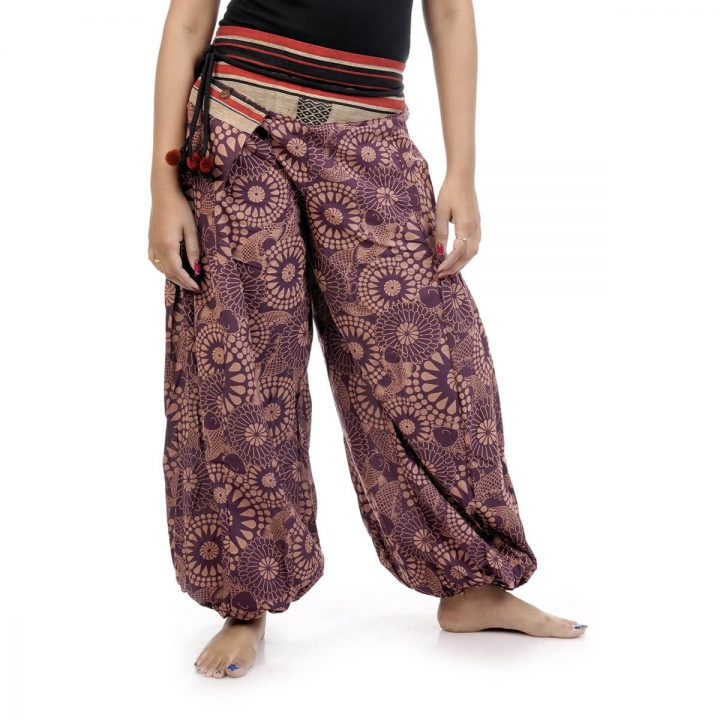 Harem pants and trousers in block print, with violet color