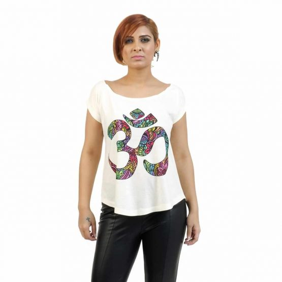 Extended sleeve women'st-shirt with om print.